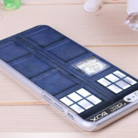 На картинке чехол «Доктор Кто» на айфон 4-4S-5-5S-6-6+, общий вид.