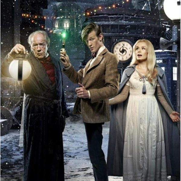На картинке кулон «отвертка Доктора Кто», промо к сериалу.