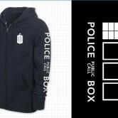 На картинке толстовка «Доктор Кто» Синяя полицейская будка Тардис, вид спереди.