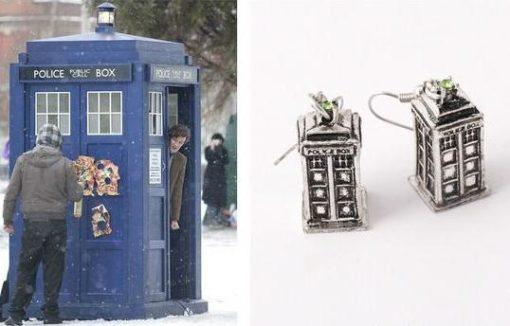 На картинке сережки «Полицейская будка» Доктор Кто.