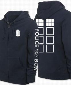На картинке толстовка «Доктор Кто» Синяя полицейская будка Тардис, вид спереди и сзади.
