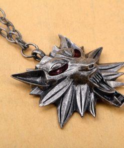 На картинке кулон ведьмака Геральта (красные глаза), общий вид.