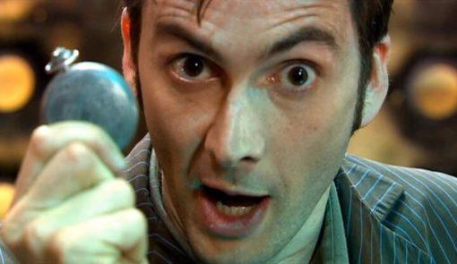 На картинке часы «Доктор Кто», кадр из сериала.