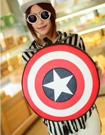 На картинке рюкзак-портфель «Щит капитана Америки» (Капитан Америка), вид спереди.