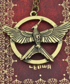 На картинке медальон «Сойка пересмешница» (Голодные игры), вариант Бронза.