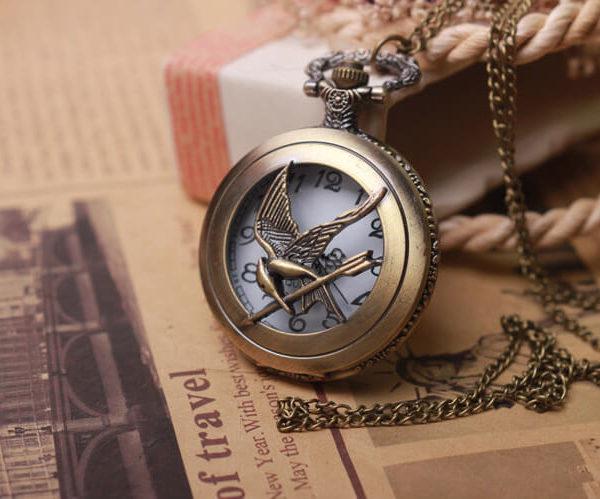На картинке часы «Сойка пересмешница» (Голодные игры), вариант 1.