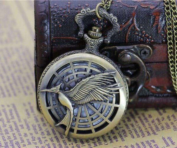 На картинке часы «Сойка пересмешница» (Голодные игры), вариант 2.