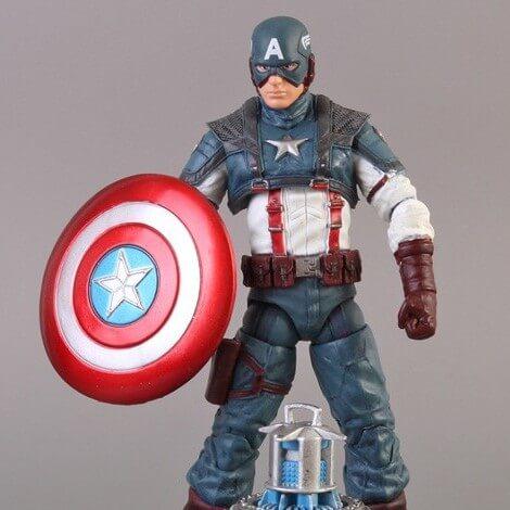 На картинке фигурка «Капитан Америка» «Мстители: Эра Альтрона», вид спереди.