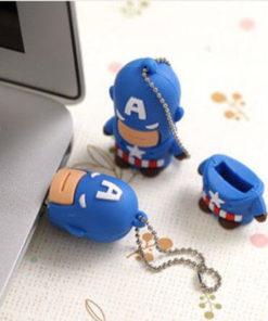 На картинке флешка «Капитан Америка», общий вид.