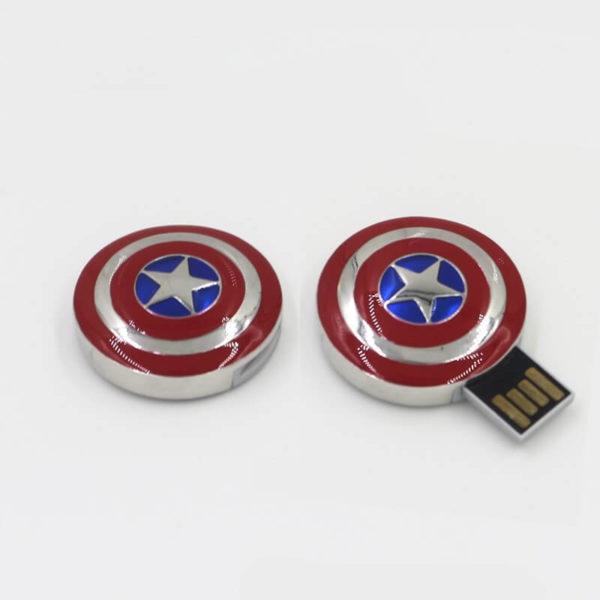 На картинке флешка «Щит Капитана Америки», общий вид.