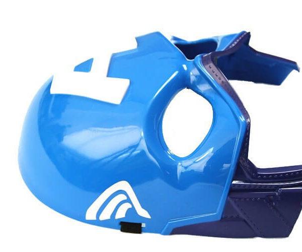 На картинке маска Капитана Америки (Мстители), вид сбоку.