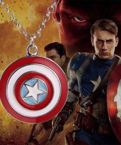 На картинке кулон «Капитан Америка», детали.