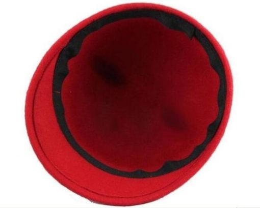 На картинке фетровая кепка с ушками кошки (4 цвета), цвет красный.