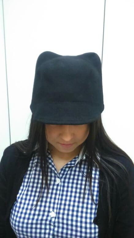 На картинке фетровая кепка с ушками кошки (4 цвета), цвет черный.