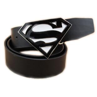 На картинке мужской кожаный ремень «Супермен» (Superman) 4 варианта, вариант Черный с белым.