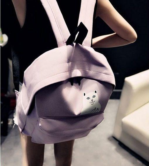 На картинке рюкзак с котом, который показывает факью (4 цвета), розовый.