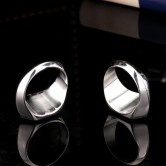 На картинке кольцо «Супермен» (Superman) 2 варианта, вид сзади.