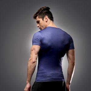 На картинке мужская футболка «Возвращение Супермена» (Superman), вид сзади.