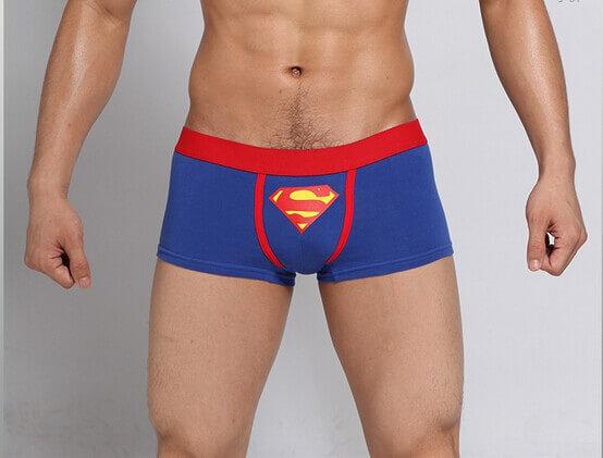 На картинке мужские трусы «Супермен» (Superman), вид спереди.