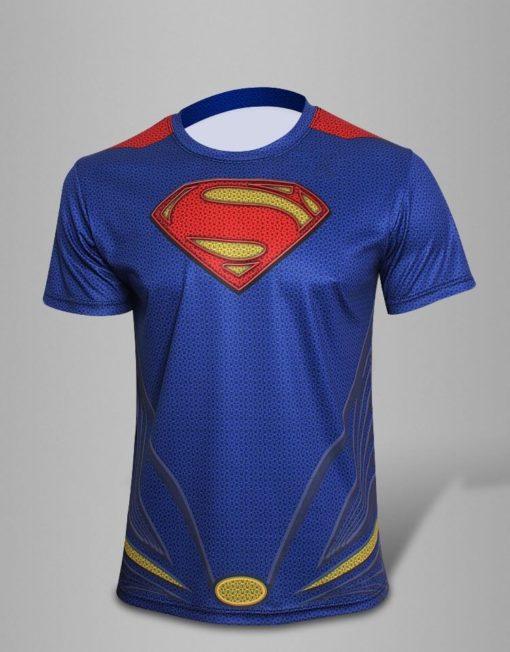 На картинке синяя футболка «Супермен» (Superman), вид спереди.
