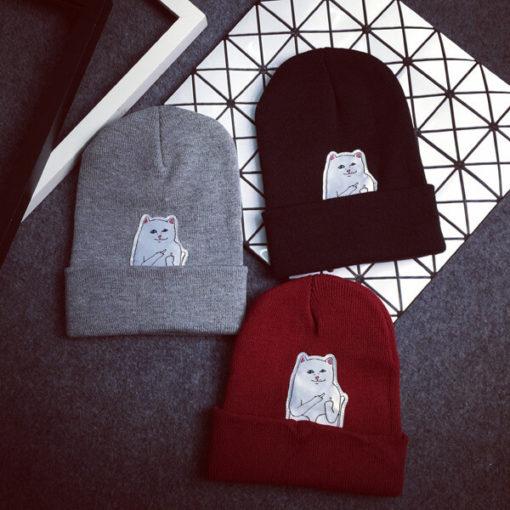 На картинке шапка с котом, показывающим фак (3 цвета), вид спереди.