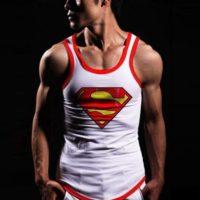 На картинке майка «Супермен» (Superman) 4 варианта, вид спереди, цвет белый.