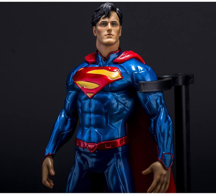 На картинке фигурка «Супермен» (Superman), детали.