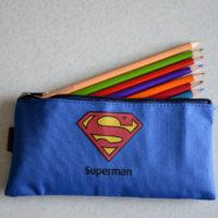 На картинке пенал «Супермен» (Superman).