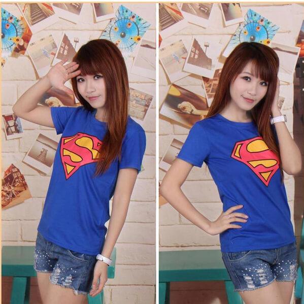 На картинке футболка «Супермен» женская (Superman), общий вид.