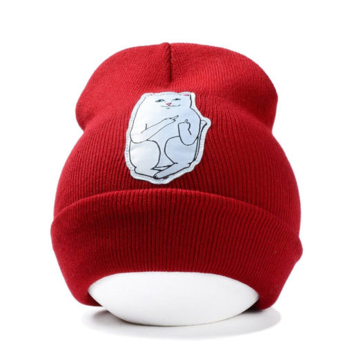 На картинке шапка с котом, показывающим фак (3 цвета), вид спереди, цвет красный.