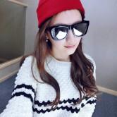 На картинке шапка с котом, показывающим фак (3 цвета), общий вид, цвет красный.