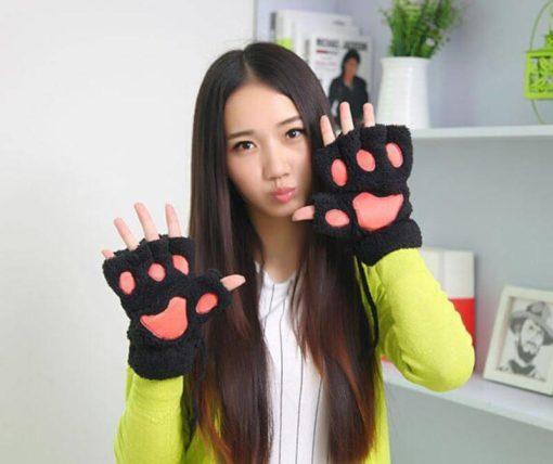 На картинке варежки-перчатки кошачьи лапки, цвет черный.