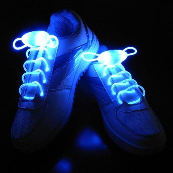 На картинке светящиеся led шнурки (4 варианта), голубые.