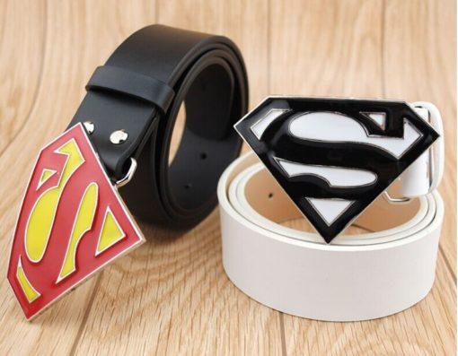На картинке мужской кожаный ремень «Супермен» (Superman) 4 варианта, вариант Белый с белым и Черный с красным.