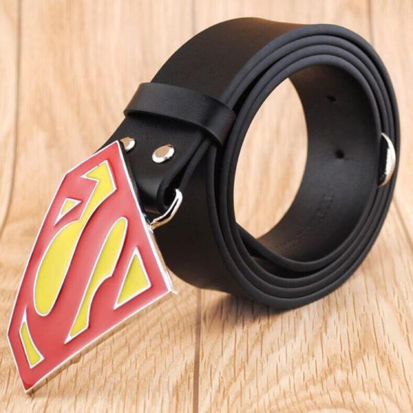На картинке мужской кожаный ремень «Супермен» (Superman) 4 варианта, вариант Черный с красным.