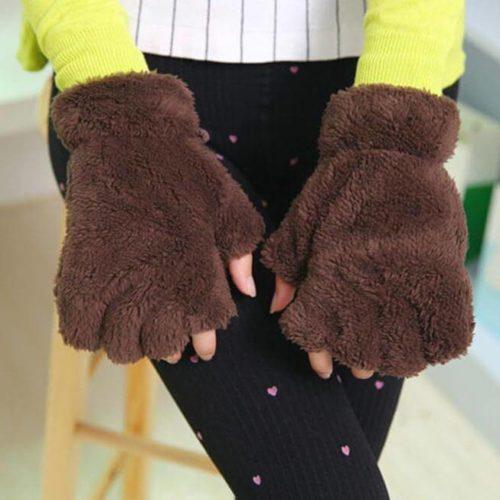 На картинке варежки-перчатки кошачьи лапки, цвет коричневый.
