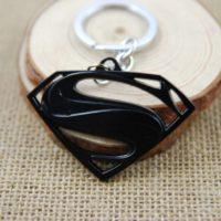На картинке брелок «Супермен» (Superman), вариант Черный.