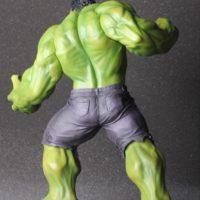 На картинке фигурка Халка из Мстителей (Hulk \ Avengers \ Marvel), вид сзади.