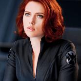 На картинке фигурка Черная Вдова Мстители (Марвел \ Marvel), кадр из фильма.