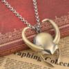 На картинке кулон-ожерелье в виде шлема Локи (Тор).