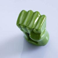 На картинке флешка рука Халка (Hulk \ Avengers \ Marvel).