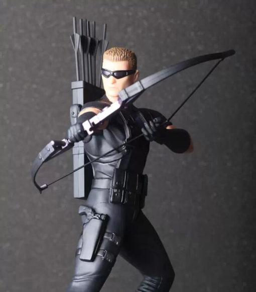 На картинке фигурка Соколиный Глаз Мстители (Марвел \ Marvel), детали.