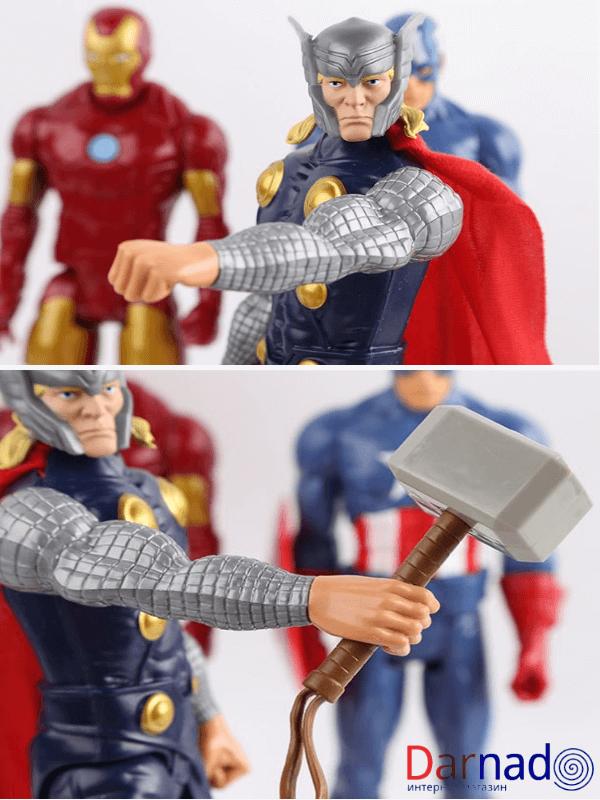 На картинке фигурка киногероя Тора из Мстителей, детали.