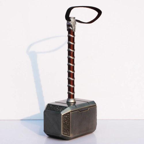 На картинке косплей-игрушка молот Тора, общий вид.
