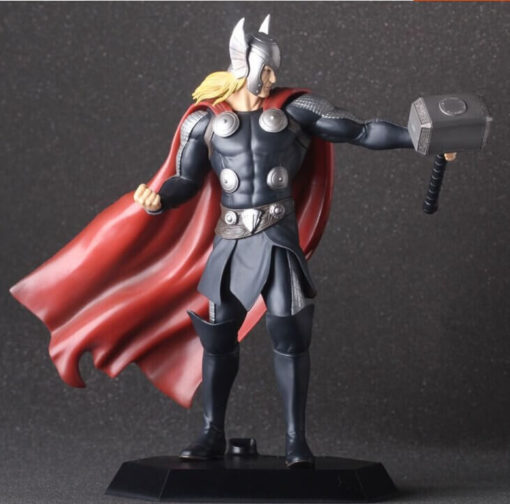 На картинке фигурка Тор (Мстители), вид спереди.