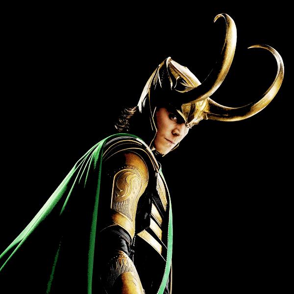 На картинке кольцо в виде шлема Локи (Тор), кадр из фильма.