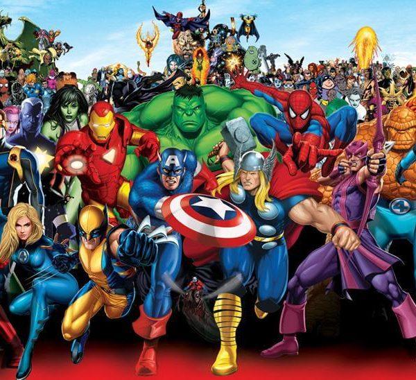 На картинке набор фигурок супергероев Марвел (Hulk \ Avengers \ Marvel), кадр из комикса.