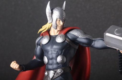 На картинке фигурка Тор (Мстители), детали.