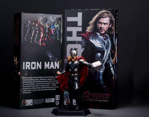 На картинке фигурка Тор (Мстители), общий вид.