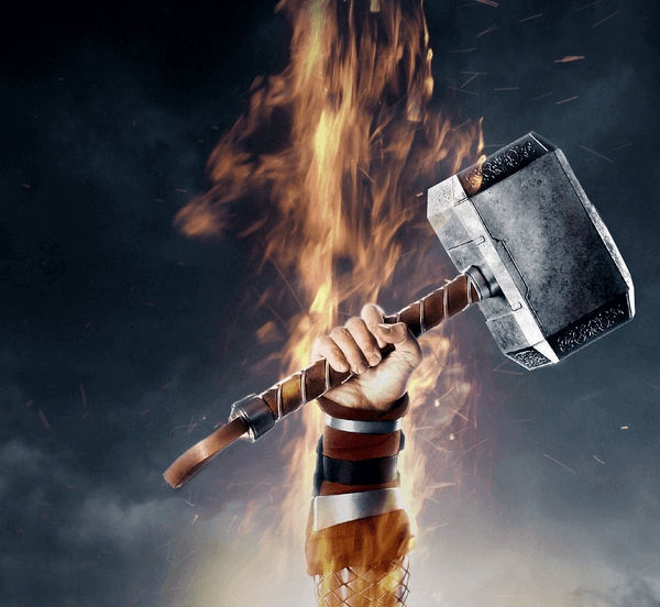 На картинке кулон-амулет молот Тора, кадр из фильма.